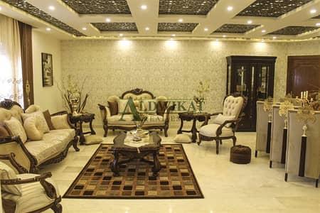 فلیٹ 2 غرفة نوم للبيع في تلاع العلي، عمان - شقة ارضية مفروشة للبيع مساحة البناء 255 م ومساحة على سند التسجيل 233 م مساحة خارجية 100 م مجددة بالكامل فرش جديد بداعي السفر