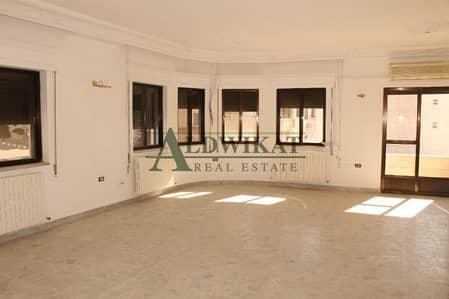 4 Bedroom Villa for Rent in Um Uthaynah, Amman - شقة طابقية من فيلا للايجار في منطقة ام اذينة السعر(8000)الاف