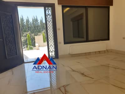 3 Bedroom Flat for Rent in Al Swaifyeh, Amman - A new ground floor apartment with a distinctive terrace for rent in Al Swaifyeh