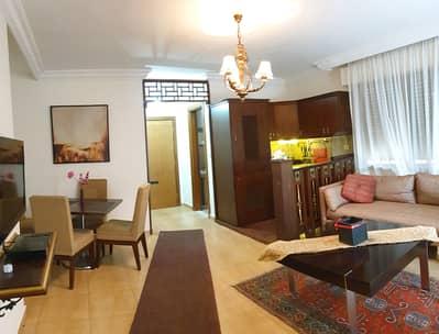 فلیٹ 1 غرفة نوم للايجار في عبدون، عمان - روف صغير مع ترس مفروش للايجار في عبدون