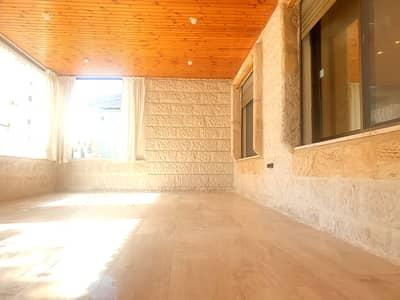 فلیٹ 3 غرف نوم للايجار في أم أذينة، عمان - شقه ارضيه فارغه للإيجار مع ترس واسع في ام اذينة