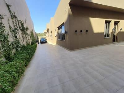فیلا 6 غرف نوم للبيع في شارع المطار، عمان - فيلا متلاصقة مفروشة حديثة لم تسكن للبيع في أجمل مناطق طريق المطار، مساحة بناء 570 م