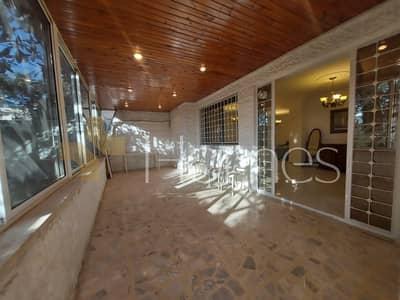 فلیٹ 2 غرفة نوم للايجار في دير غبار، عمان - شقة ارضية مفروشة مع ترس خارجي للايجار في دير غبار، مساحة بناء 140 م