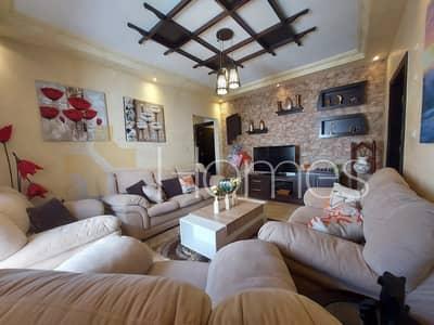 4 Bedroom Flat for Sale in Um Al Summaq, Amman - شقة اخير مع روف وترس مفروشة للبيع في ام السماق، مساحة بناء كلية 280 م