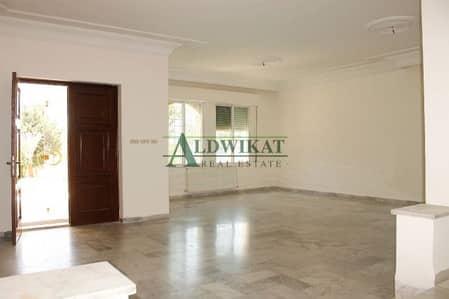 5 Bedroom Commercial Building for Rent in Al Kursi, Amman - شقه دوبلكس فاخره للأجار باجمل مناطق الكرسي 400م مع حديقه